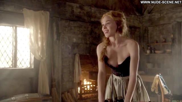 Celina Sinden Nude Sexy Scene Reign Slender Athletic Actress