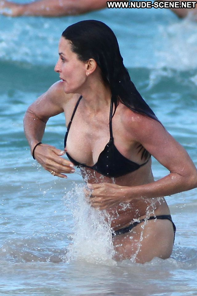 Courtney Cox Tits Posing Hot Beach Celebrity Showing Tits Nipple Slip