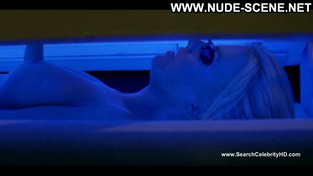 Crystal Lowe Final Destination 3 Solarium Celebrity Actress