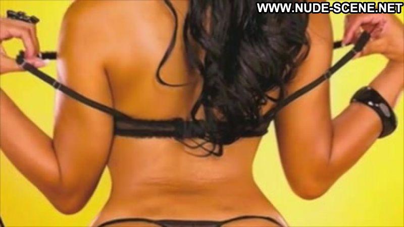 cubana lust pose naked