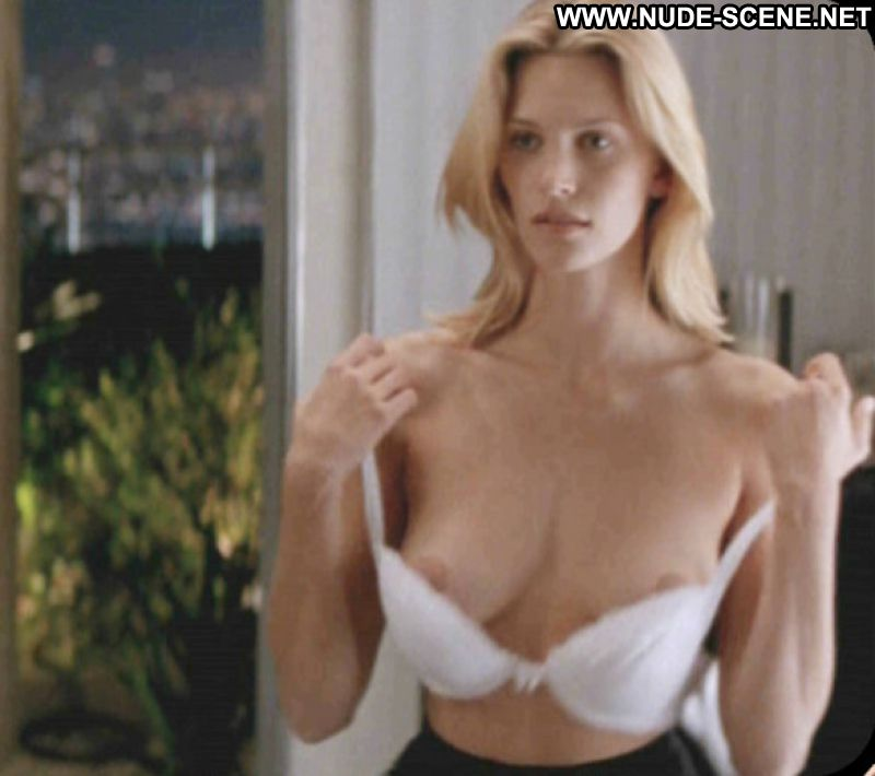 natasha henstridge naked photos
