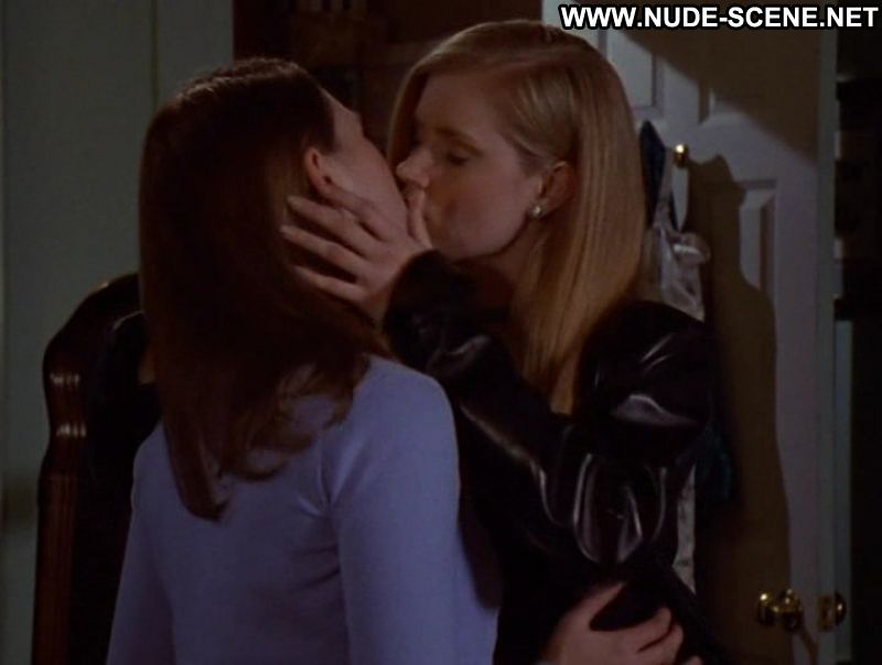 Cruel intention kiss lesbian