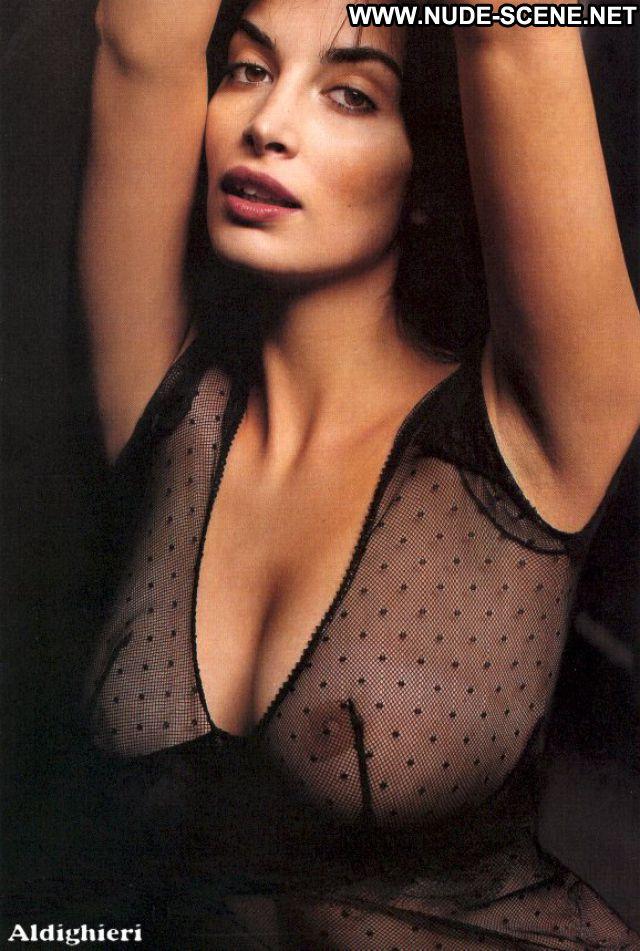 Sonia Aquino No Source Cute Brunette Big Tits Big Ass Celebrity Nude