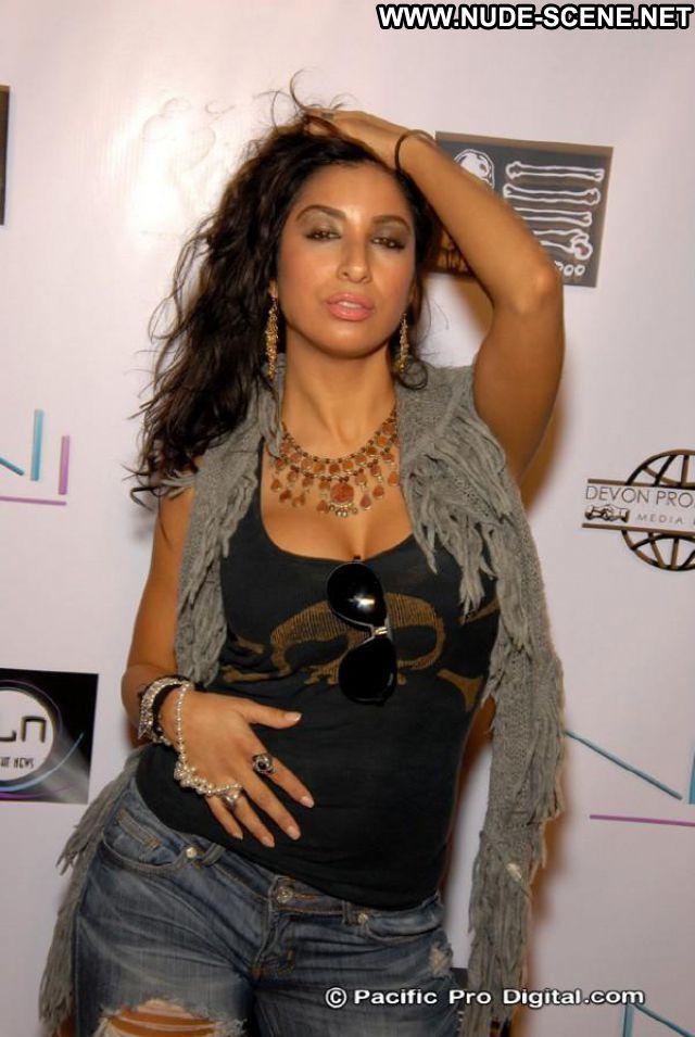 Liana Mendoza No Source Latina Posing Hot Babe Posing Hot Celebrity