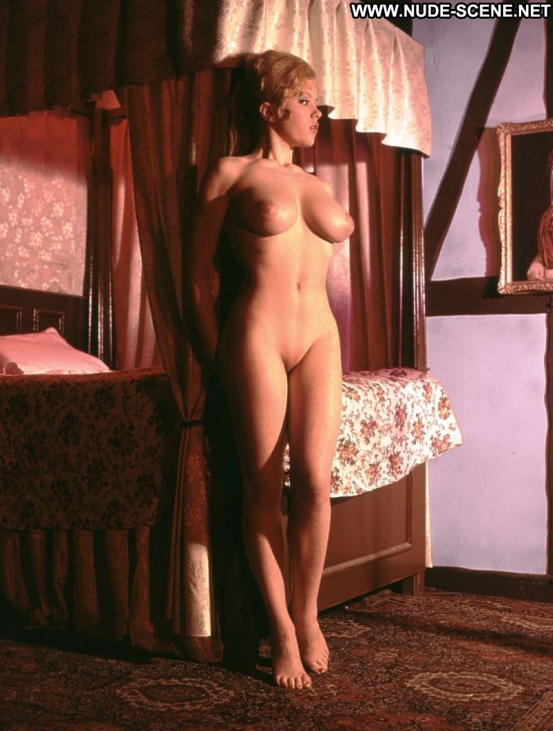 Blond gypsy girl posing 7