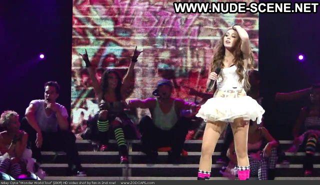 Miley Cyrus Nude Sexy Scene Wonder World Tour 2009 Beautiful