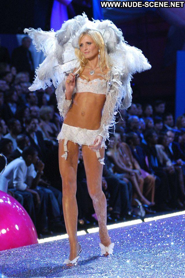 Yfke Sturm Celebrity Hot Posing Hot Nude Scene Cute Babe Nude