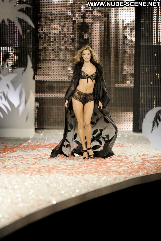 Alessandra Ambrosio Celebrity Nude Scene Celebrity Brazil Posing Hot