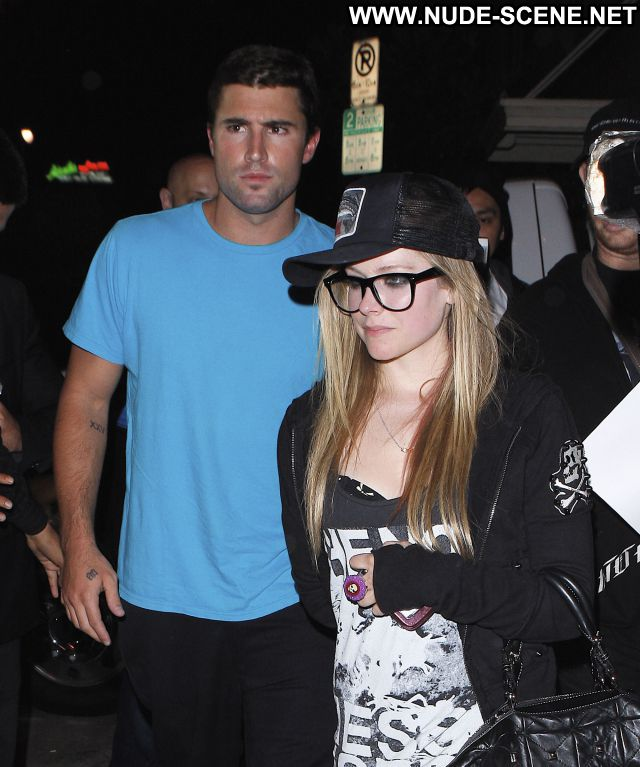 Avril Lavigne Small Tits  Nude Blonde Celebrity Singer Posing Hot