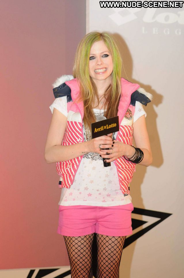 Avril Lavigne Small Tits Small Tits Posing Hot Tits Singer Celebrity