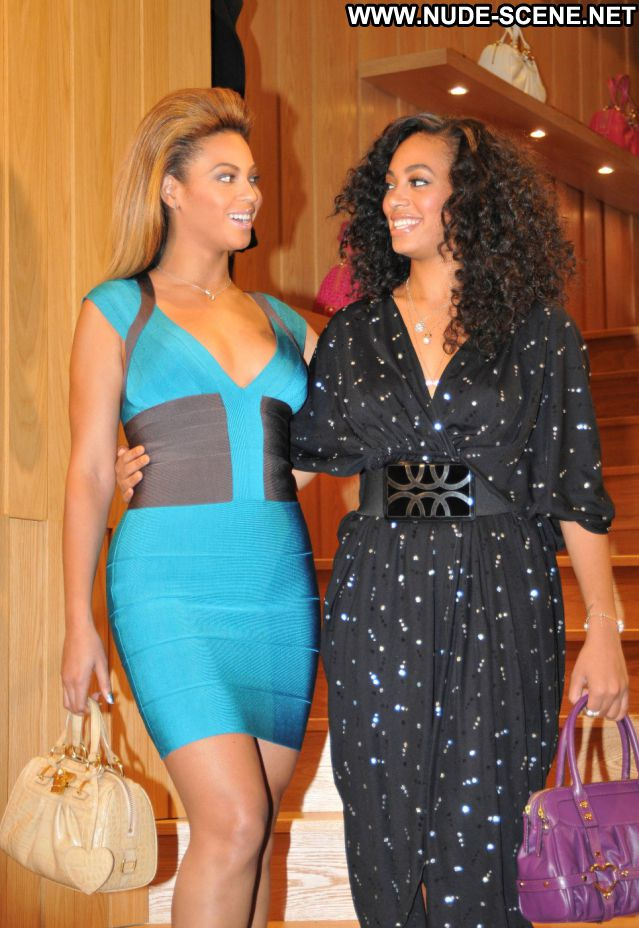 Beyonce No Source Posing Hot Hot Nude Ebony Celebrity Babe Singer