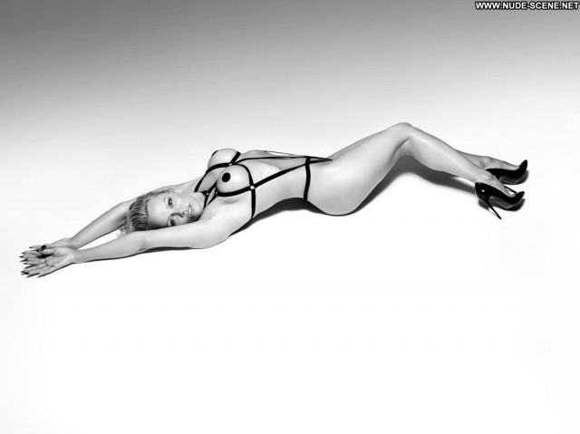 Pamela Anderson Dancing With The Stars Canada Beautiful Sea Model