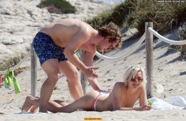 Teliz Alley No Source Babe Celebrity Girlfriend Beautiful Topless