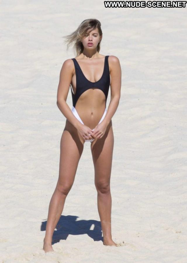 Photos No Source Paparazzi Beautiful Babe Beach Photoshoot Bikini