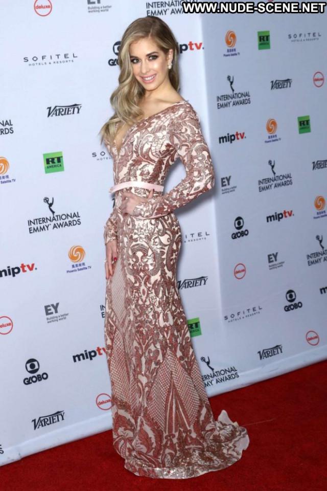 Carmen Aub Emmy Awards Celebrity Posing Hot Awards Paparazzi Babe