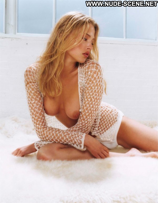 Estella Warren Beauty And The Beast Hot Bra Toples Public Fashion