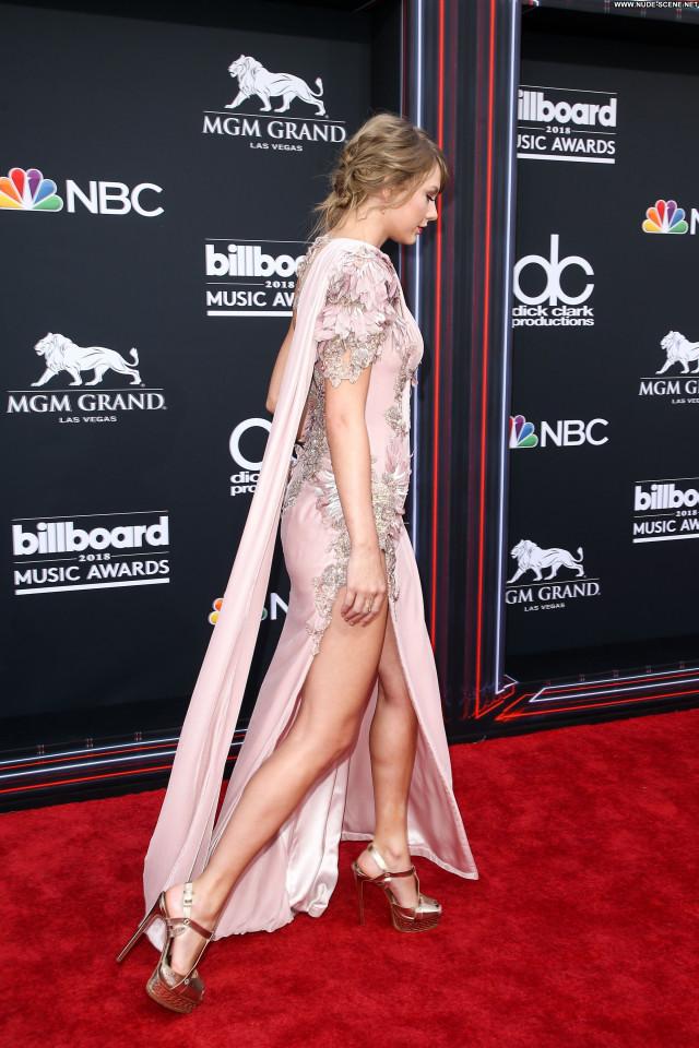 Replies Las Vegas Celebrity Singer Female Sexy Awards Posing Hot Old
