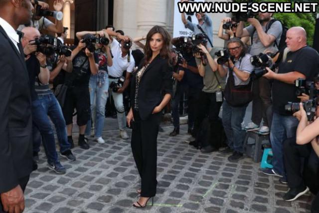 Vogue No Source Paparazzi Babe Celebrity Paris Party Beautiful Posing
