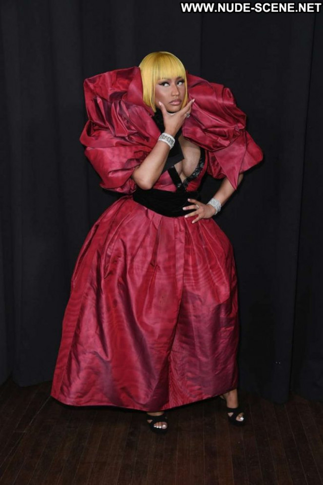 Nicki Minaj Fashion Show Fashion Paparazzi Beautiful Posing Hot