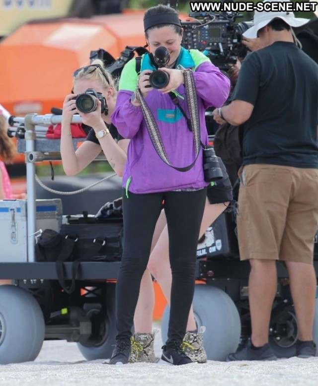 Sophie Turner Miami Beach Posing Hot Paparazzi Photoshoot Beach Babe