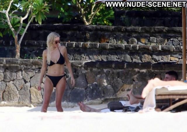 Una Healy No Source Black Posing Hot Paparazzi Celebrity Beautiful