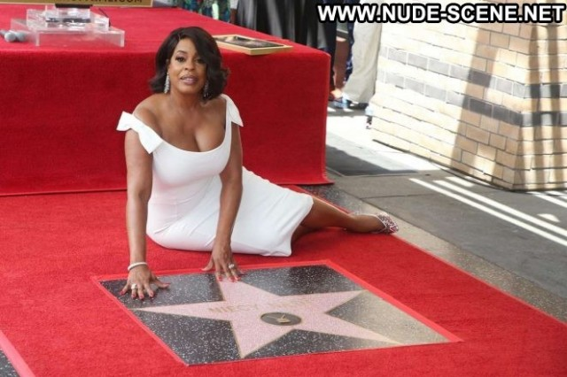 Niecy Nash Hollywood Walk Of Fame Celebrity Babe Posing Hot Paparazzi