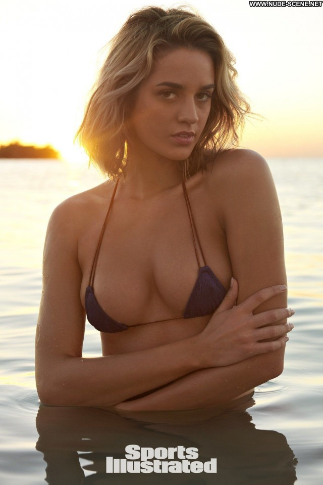 Samantha Hoopes Sports Illustrated Car American Indonesia Babe Bunny