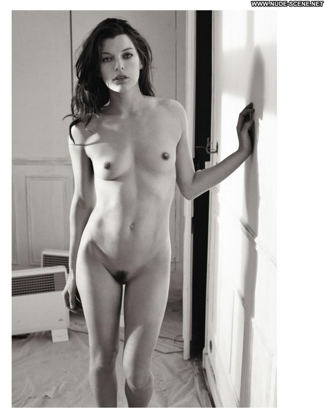 Milla Jovovich Nude Sexy Scene Foxy Softcore Slender Nice