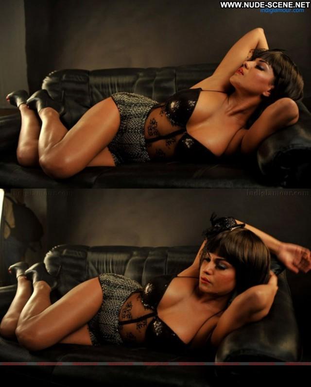 Veena Malik Secret Pleasures Beautiful Posing Hot Babe Celebrity Hot