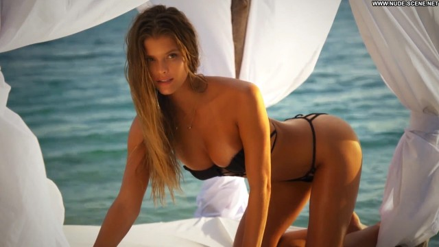 Nina Agdal Irresistible Beautiful Posing Hot Swimsuit Celebrity Babe