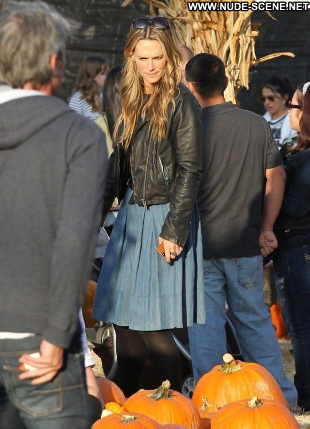 Molly Sims West Hollywood High Resolution Beautiful Babe West
