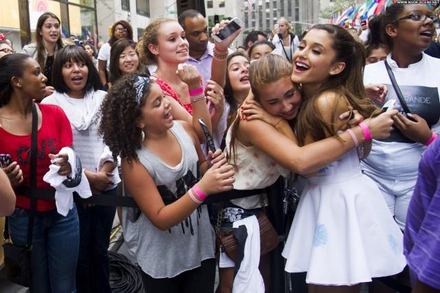 Ariana Grande Performance New York Beautiful High Resolution Candids