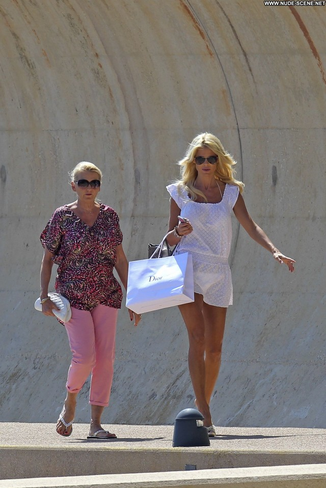 Victoria Silvstedt Shopping  Beautiful Celebrity Candids Babe High