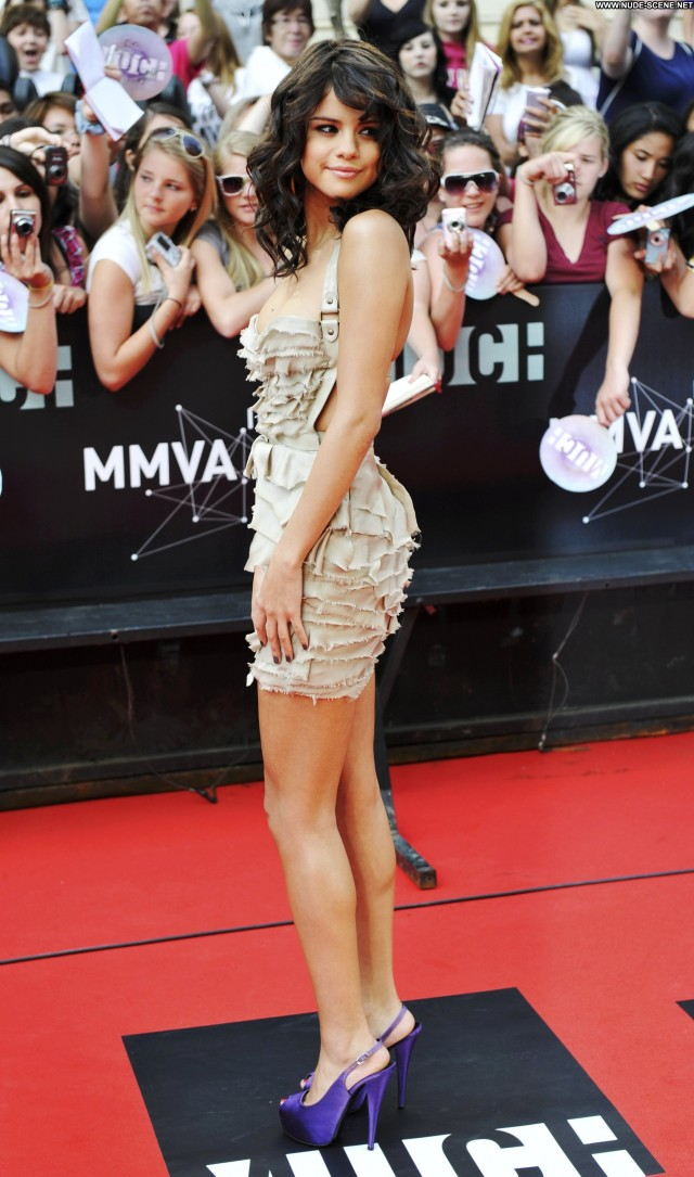 Selena Gomez Beautiful Posing Hot High Resolution Celebrity Babe