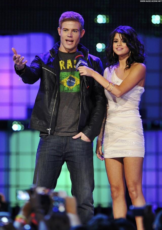 Selena Gomez No Source Posing Hot Celebrity Beautiful Awards High