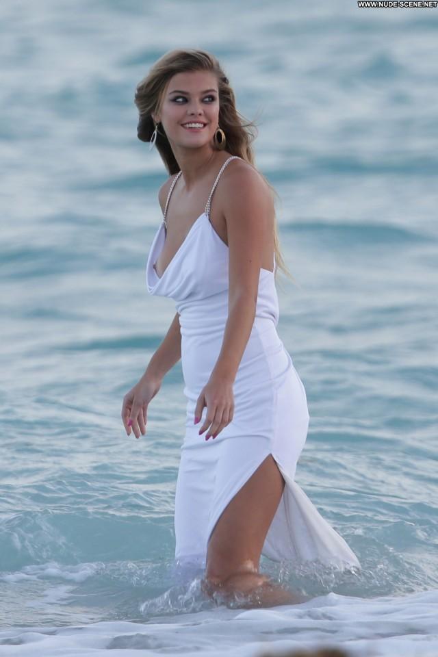 Nina Agdal Beautiful Posing Hot High Resolution Celebrity Babe