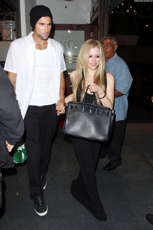 Avril Lavigne West Hollywood Hollywood West Hollywood Posing Hot Babe