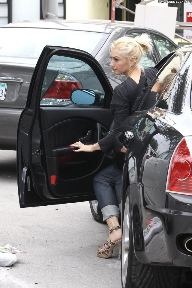 Gwen Stefani No Source Beautiful High Resolution Posing Hot Nails