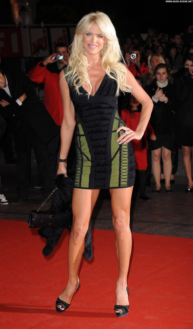 Victoria Silvstedt No Source Beautiful Babe High Resolution Posing