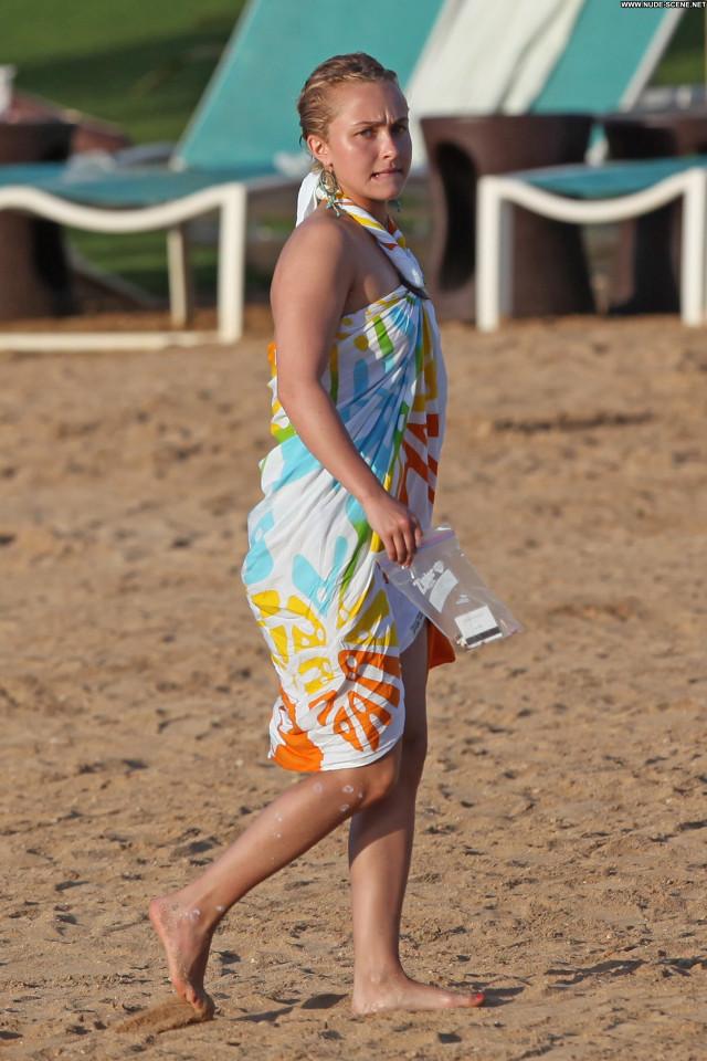 Hayden Panettiere The Beach Beach Beautiful Celebrity Babe Posing Hot