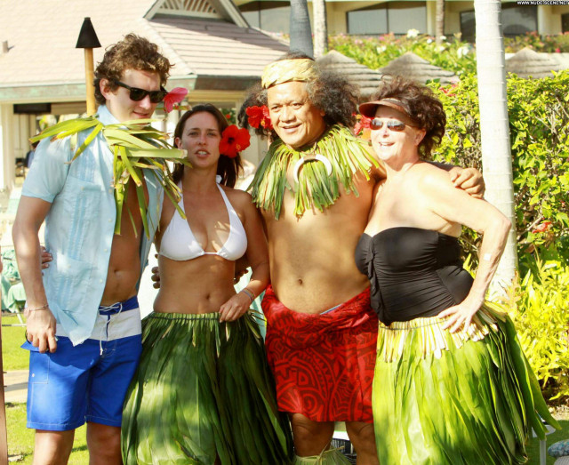 Jennifer Love Hewitt Vacation High Resolution Babe Beautiful