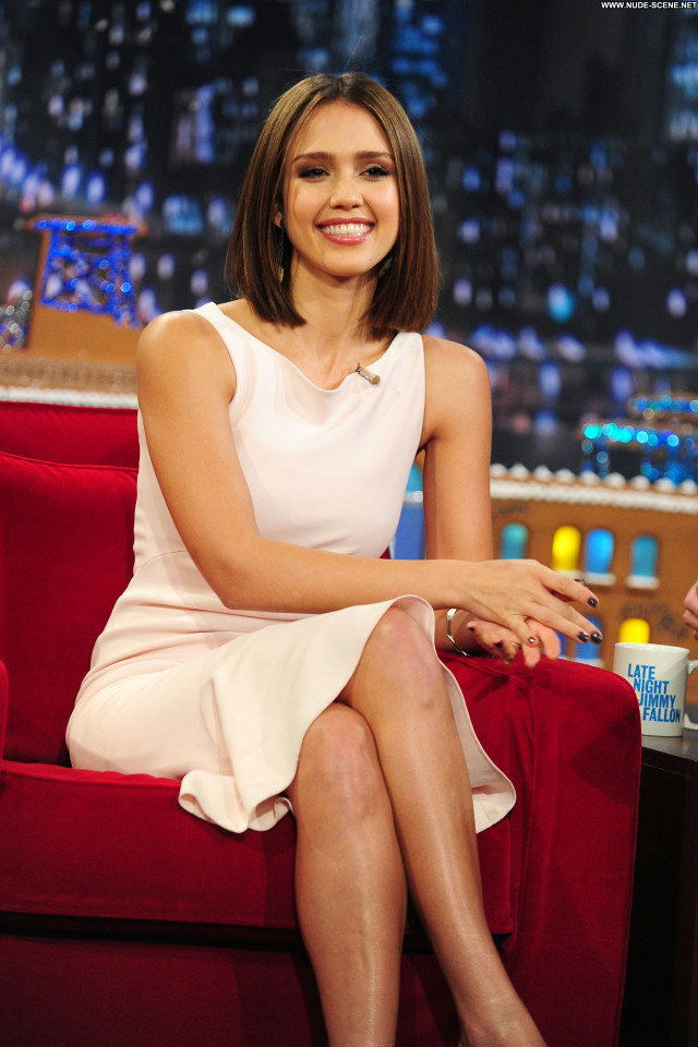 Jessica Alba Late Night With Jimmy Fallon Posing Hot Celebrity Babe