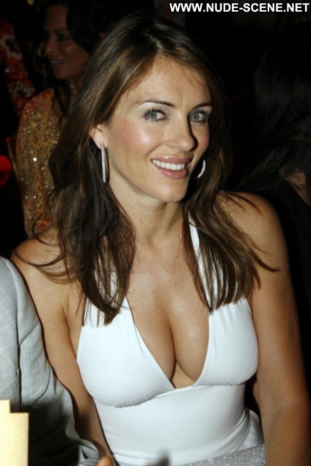Elizabeth Hurley No Source Fashion Posing Hot Uk Cleavage Babe