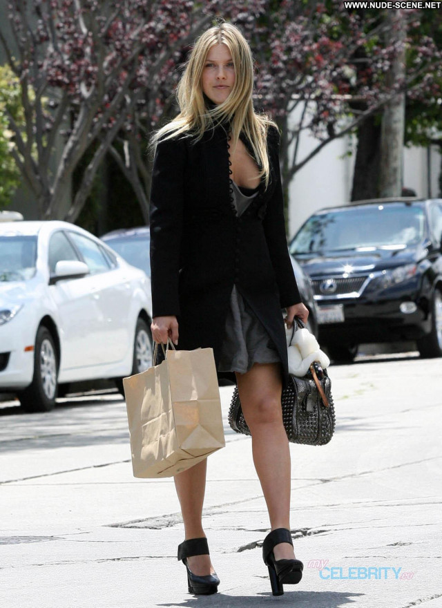 Ali Larter No Source Posing Hot Shy Cleavage Babe Beautiful Celebrity