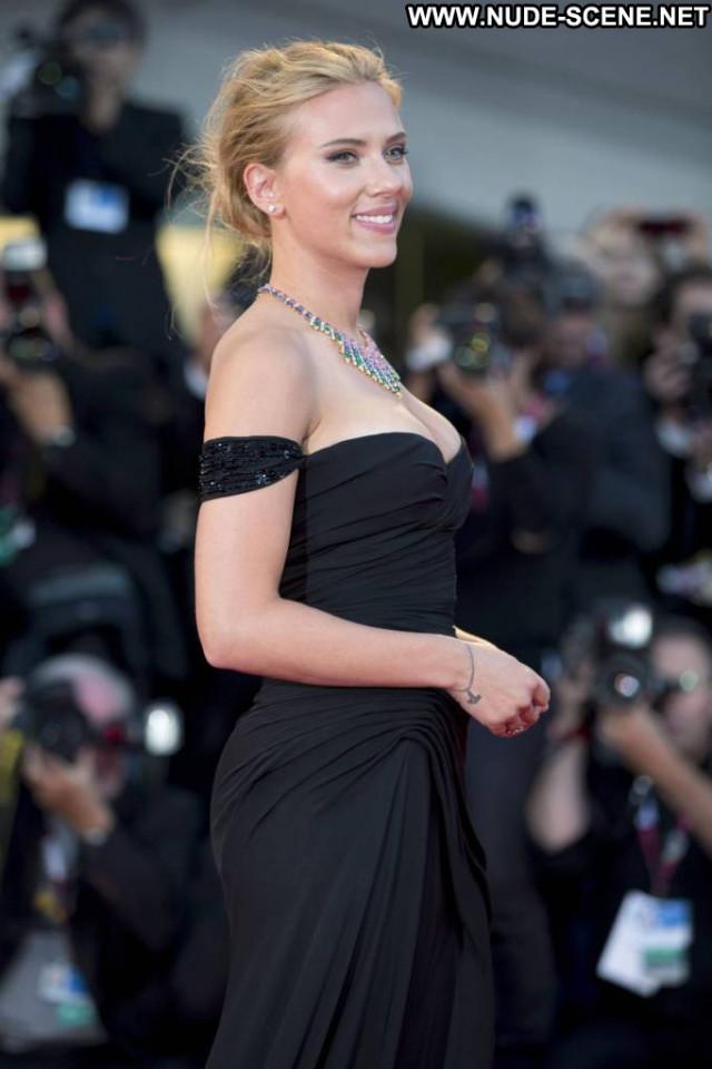 Scarlett Johansson Under The Skin Babe Celebrity Usa Cleavage Movie