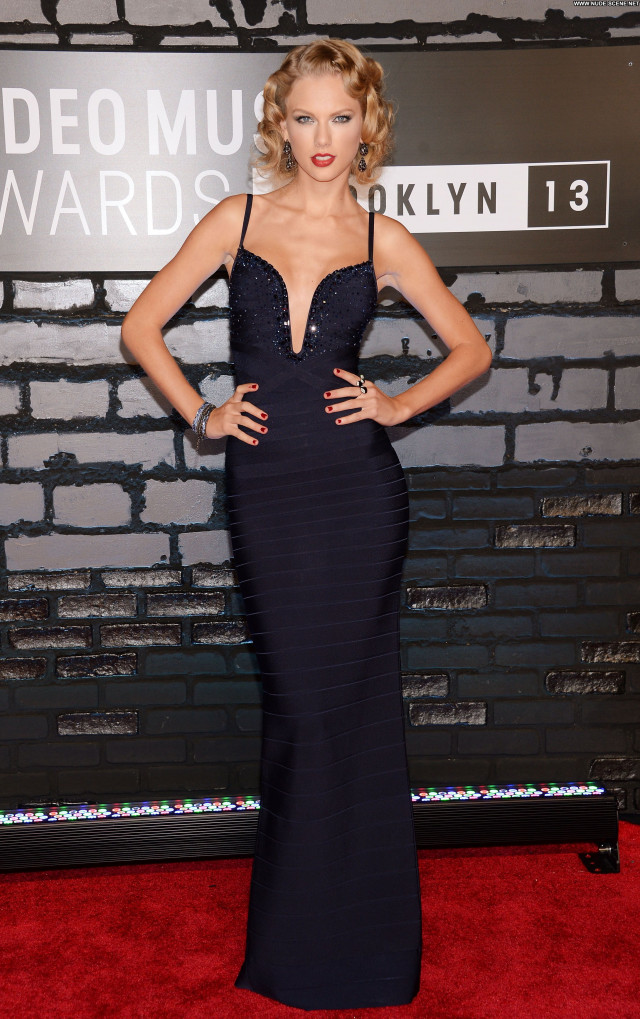 Taylor Swift No Source Posing Hot Female Celebrity Beautiful Usa