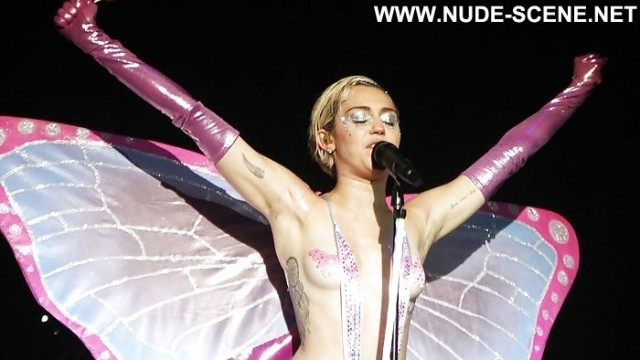 Miley Cyrus Pictures Whore Flashing Upskirt Celebrity