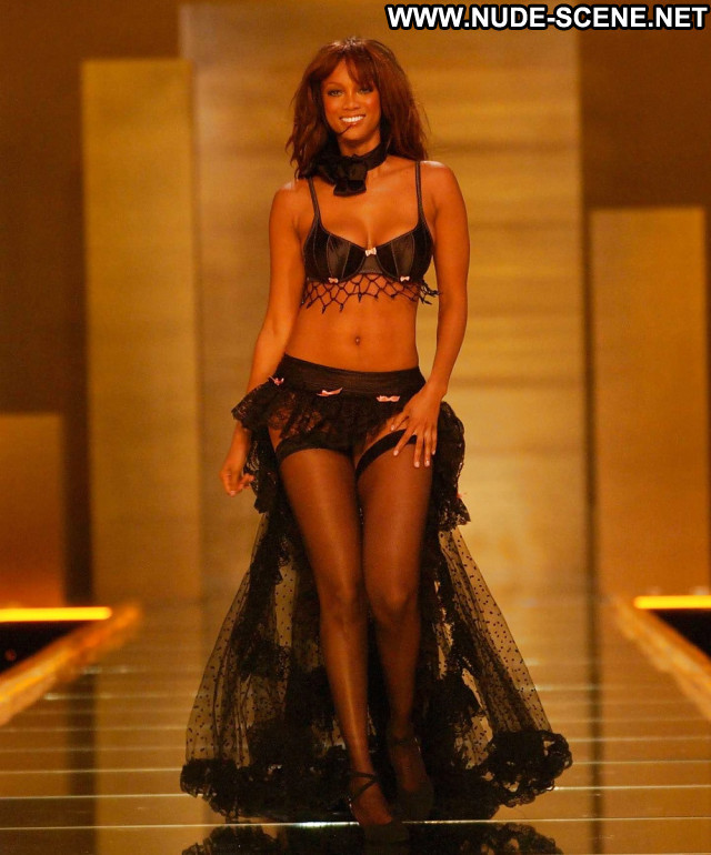 Tyra Banks Pictures  Babe American Hot Ebony Celebrity